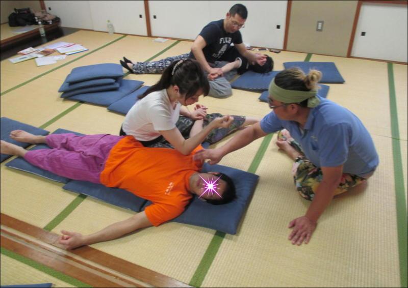 『教え合う練習会』タイ古式マッサージ委員会 6