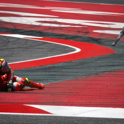 MotoGP/イアンノーネの追突/その1の記事に添付されている画像