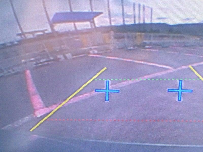 バックモニターで駐車の位置を確認