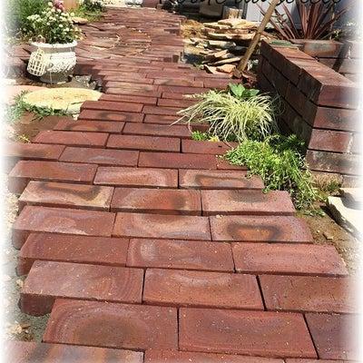 南側のお庭の小道~レンガ敷きDIY終わりました♪砂利も敷いたよ!の記事に添付されている画像