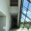 ガラスのピラミッドでベビー・ファミリーマッサージの画像
