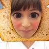 制服とパンの画像