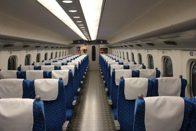 新幹線の車内の中