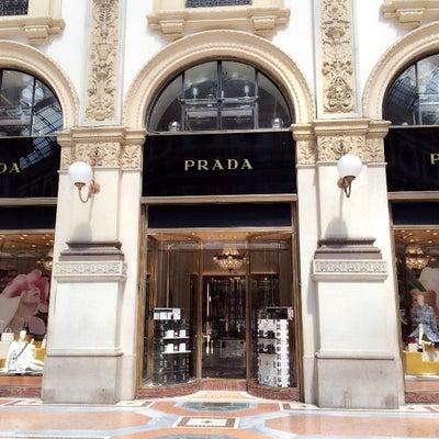 PRADA ミラノ本店でセールの記事に添付されている画像