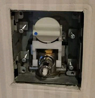 池田壁埋込み型の単水栓を交換