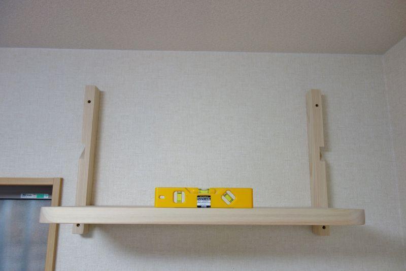 棚板を石膏ボード壁面にしっかり固定