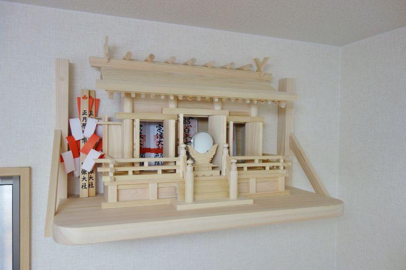 桧製の宮形と神棚板
