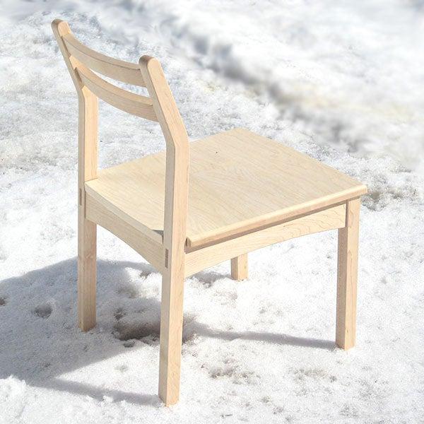 カエデ材の軽作業用椅子