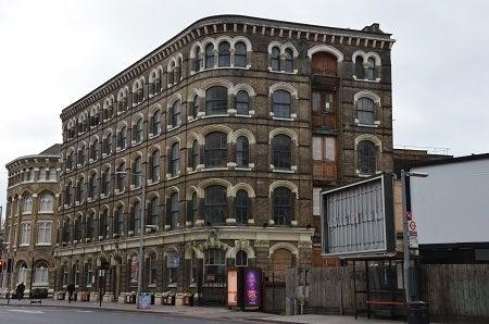 ステキな雰囲気でした!わたしのお気に入りの建物となりました(^^)/ 今回は、ここの1階と地下1階に作品たちは展示されていました(^^)。