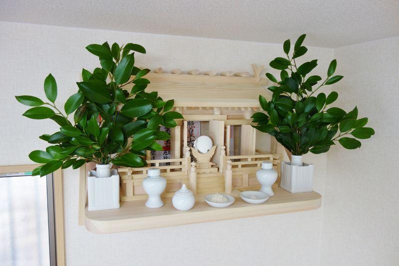 通し屋根三社と国産ヒノキの神棚板