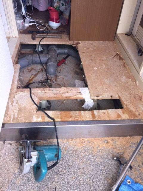 豊中市にて配管を繋ぎ替え補修し、詰まりを除去