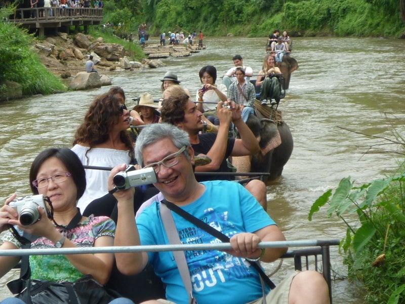 象に乗って川を渡って山登り!象の背中は広い☆6