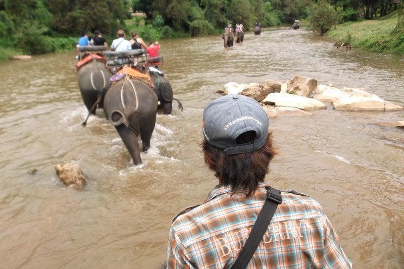 象に乗って川を渡って山登り!象の背中は広い☆23