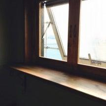 トイレ窓のシェルフ