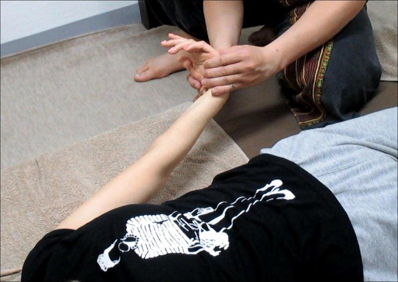 タイ古式マッサージ委員会【肩甲骨・前腕】3