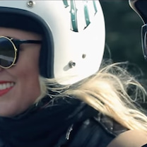 バイクに乗るときのメイクの記事に添付されている画像