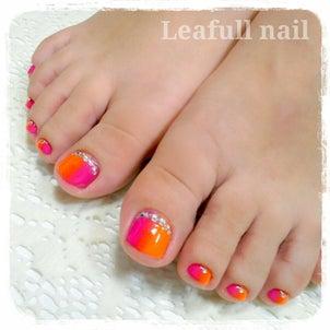 【ピンク×オレンジの大人リゾートネイル】の画像