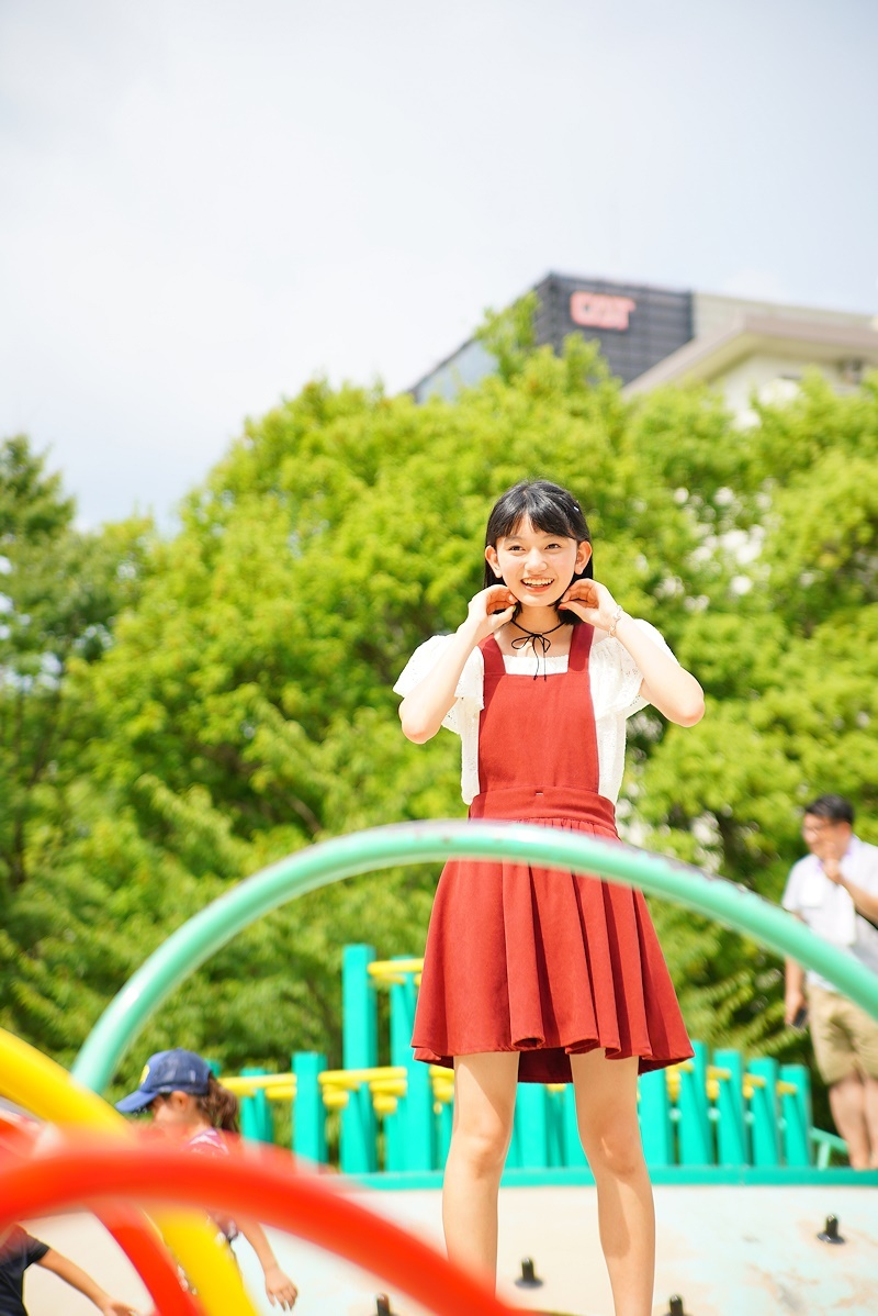 ミニスカート姿の熊澤風花さん