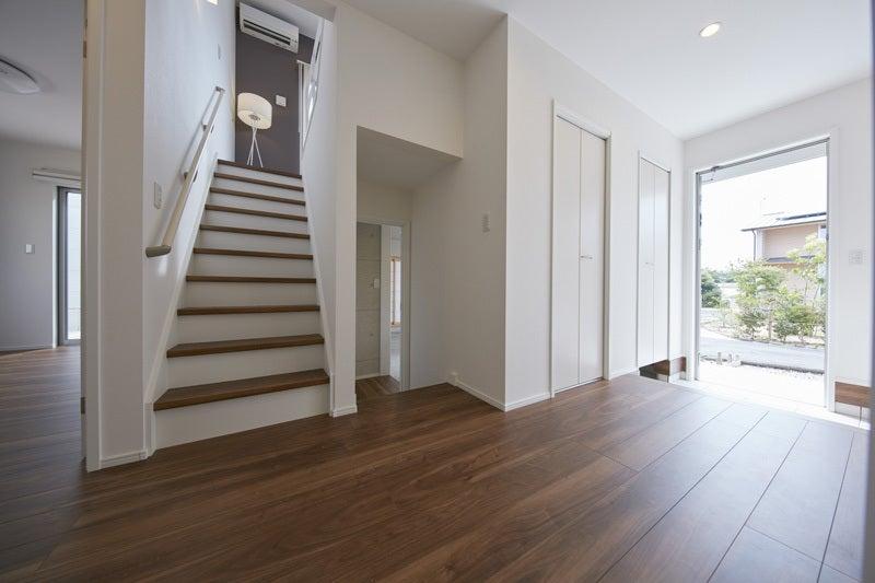 グッドデザイン賞を受賞したZERO,CUBEの良さを縦に、横に、ワイドに広げたスキップフロアの家を作りました!お届けするのは、4つのフロア、6つの空間、そして自由自在