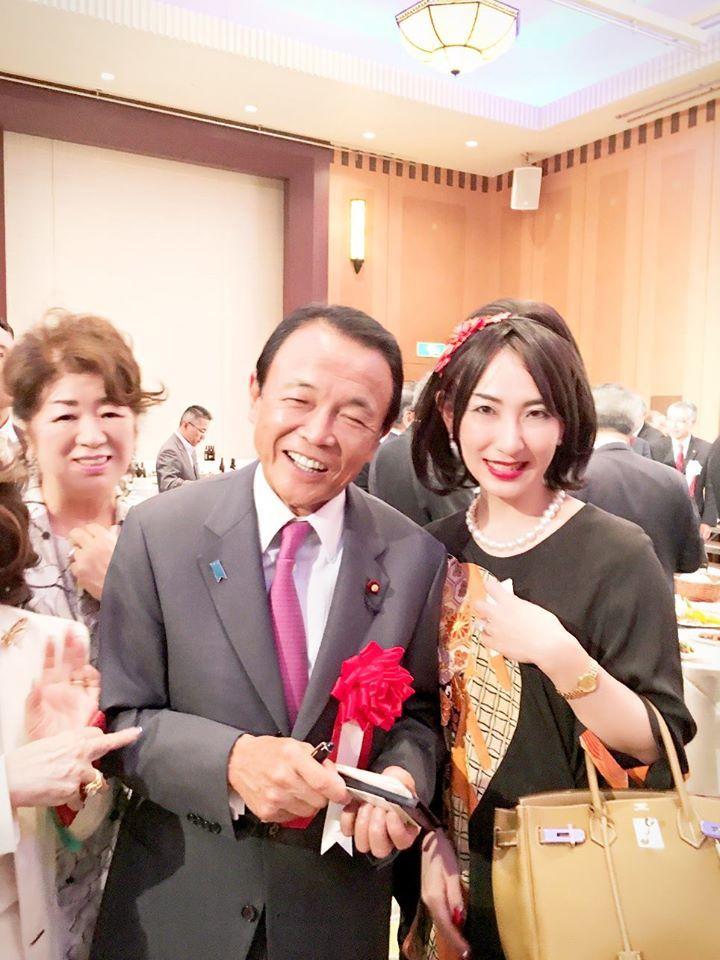 麻生太郎の妻や家族がすごい!娘、息子、妹も全員が豪華絢爛! | Career Find