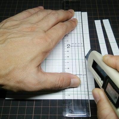 カッターで真っ直ぐに切るコツ【前編】~ 直線定規はしっかり選びましょう!の記事に添付されている画像