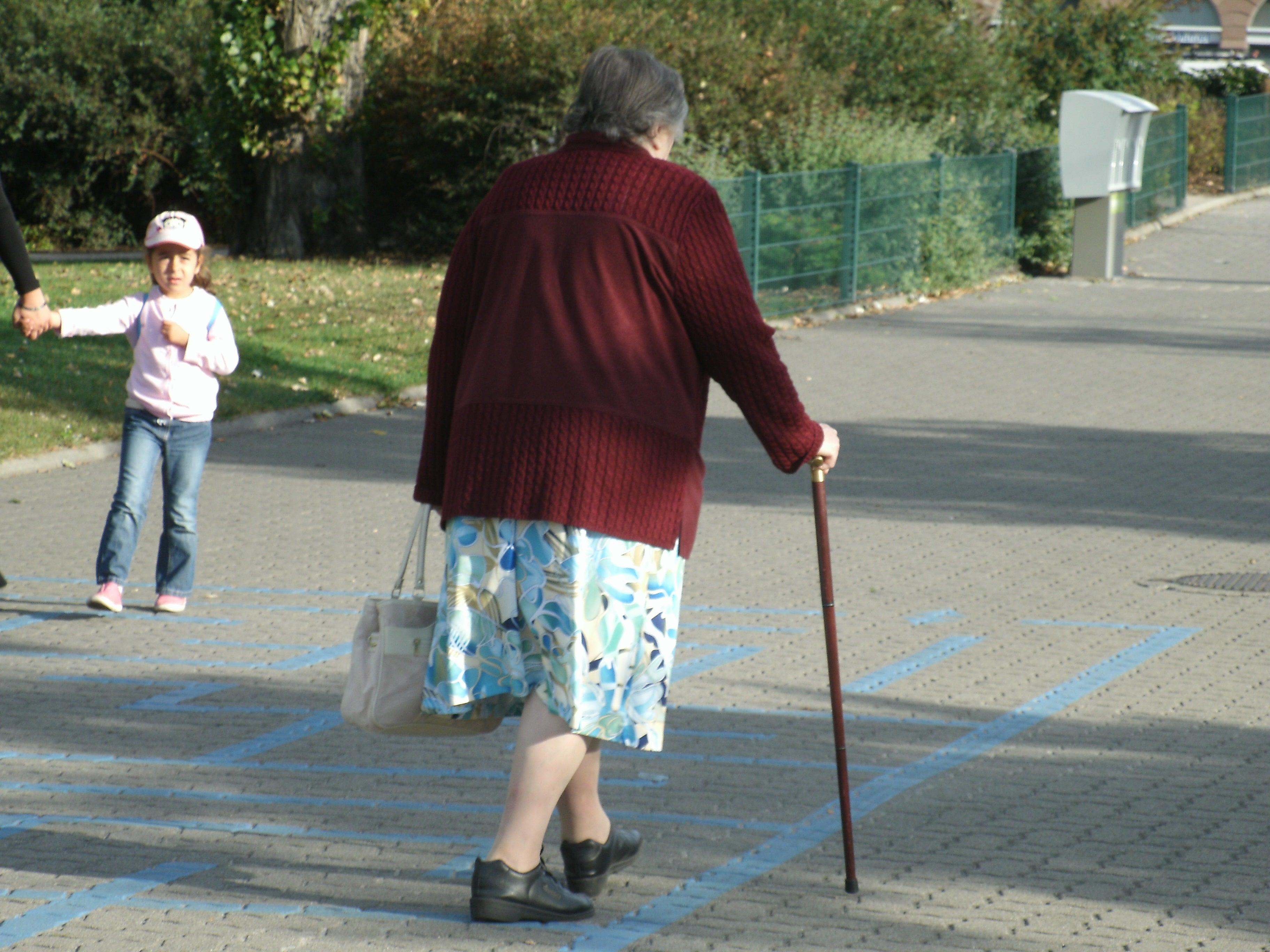 笑いと学びを生み出すチカラ (一般社団法人)介護エンターテイメント協会杖歩行のススメ