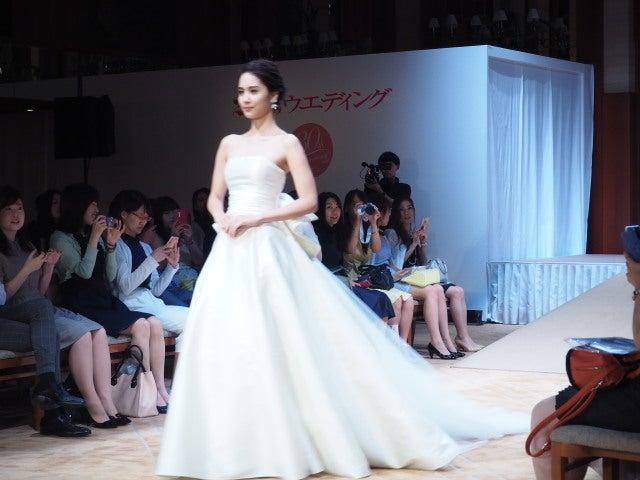 4c323d08330c6 ハツコ エンドウ ウェディングス銀座店. 大好きなアントニオリーヴァはバックスタイルのリボンとトレーンの素敵なドレス♡