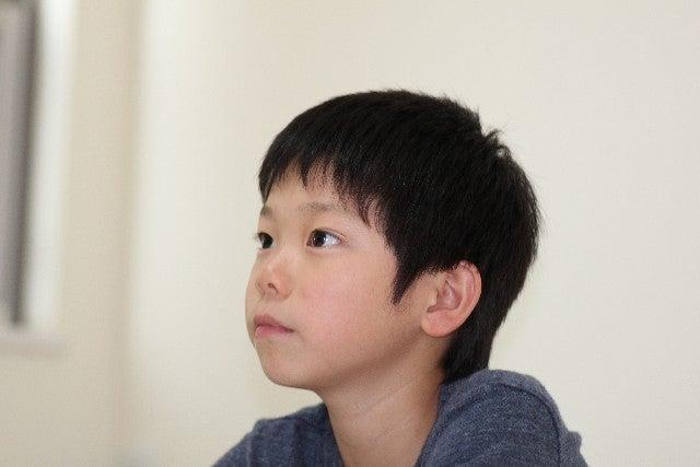 小学生の男の子アップ
