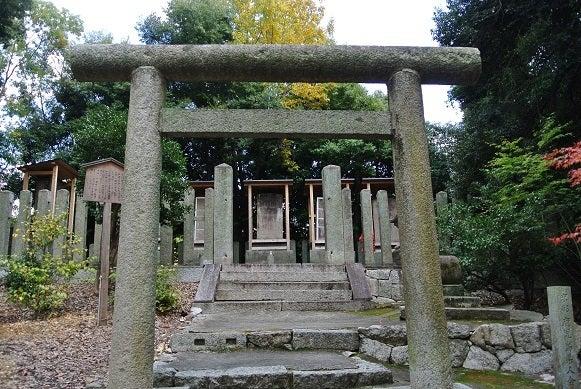 即宗院 裏山の頂 薩摩藩士東征戦亡の碑