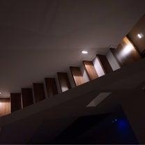 深夜もずっと明るい階段廊下!の記事に添付されている画像