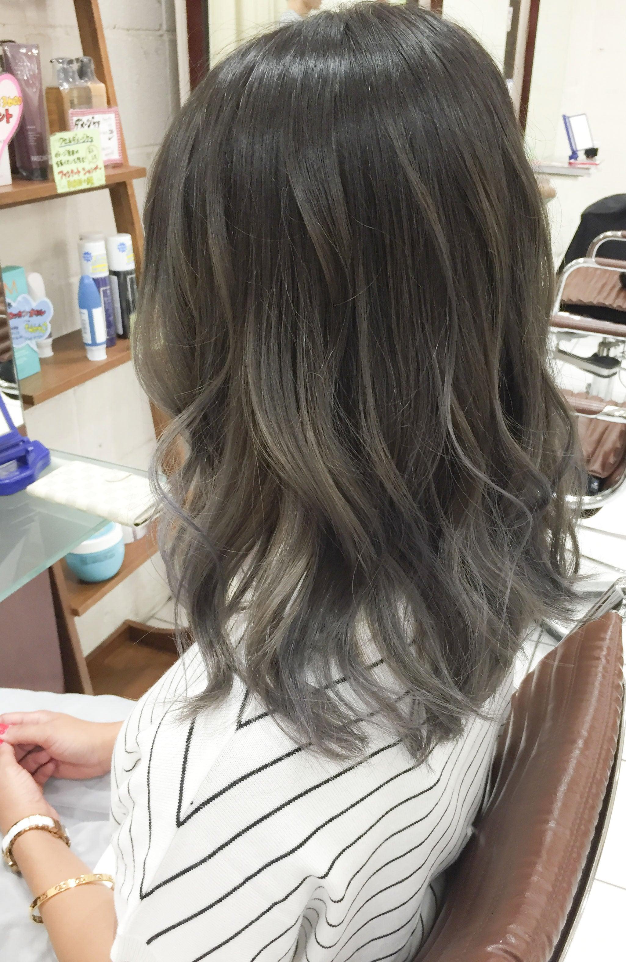 グレージュグラデーションカラー×ミディアムヘア\u201d