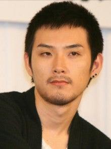 しかし、この写真を見ると、年々、お父さんの松田優作に似てくるなぁ\u2026