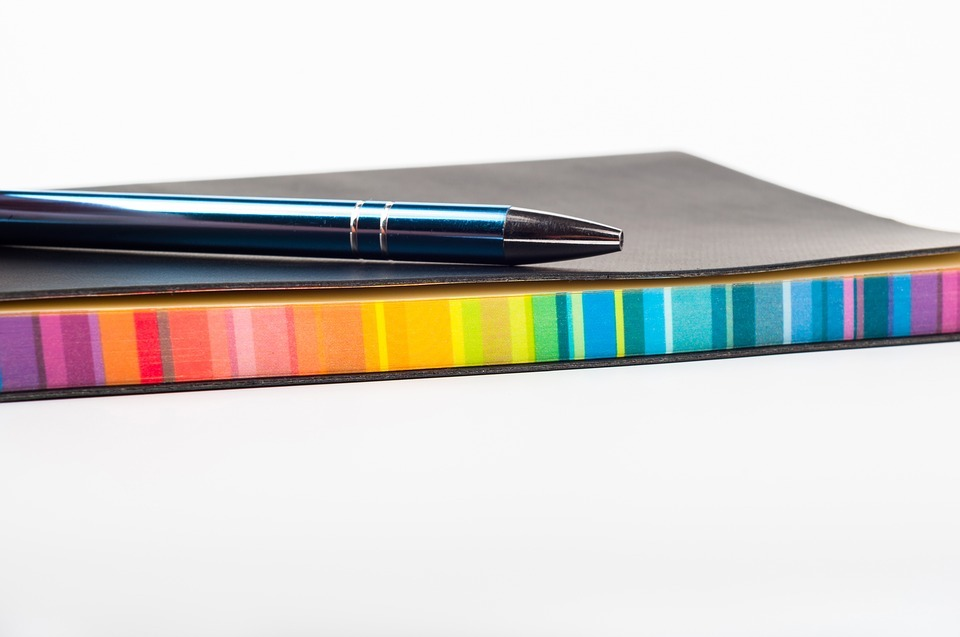 ファッショ色彩における配色は、基本的には色彩学の考え方と同じです。