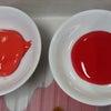 赤系030ストロング朱赤白地用黒地用塗り比べの画像