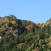 紅葉見頃の山寺の画像