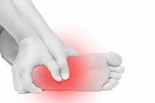 裏 と の 痛い 押す 足
