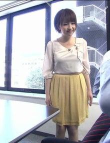 黄色のスカートの相内優香