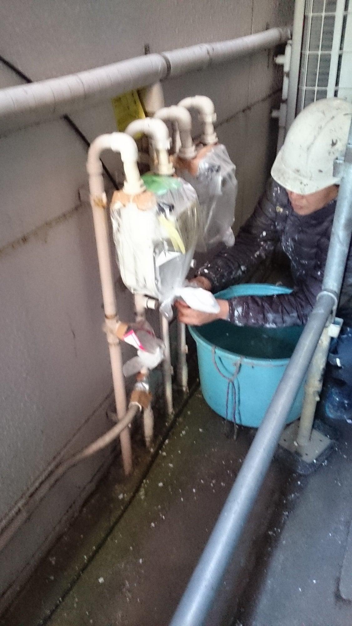 外壁塗装の養生―塗らないところを汚さないために。の記事より