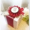 シンプルな箱を、クリスマスカラーで華やかに飾る!の画像