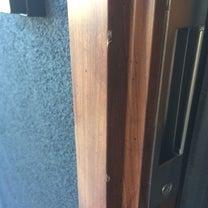 新築入居後の玄関サッシ傷を再施工リペアの記事に添付されている画像