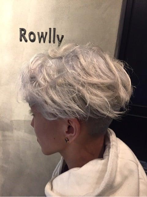 ホワイトブリーチというカラー 札幌 大通 美容室 Rowllyローリー