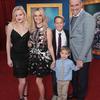 リース・ウィザースプーン 2016年12月3日 家族と映画Singプレミアの画像