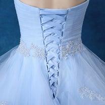 ドレスの後ろの仕様についての記事に添付されている画像