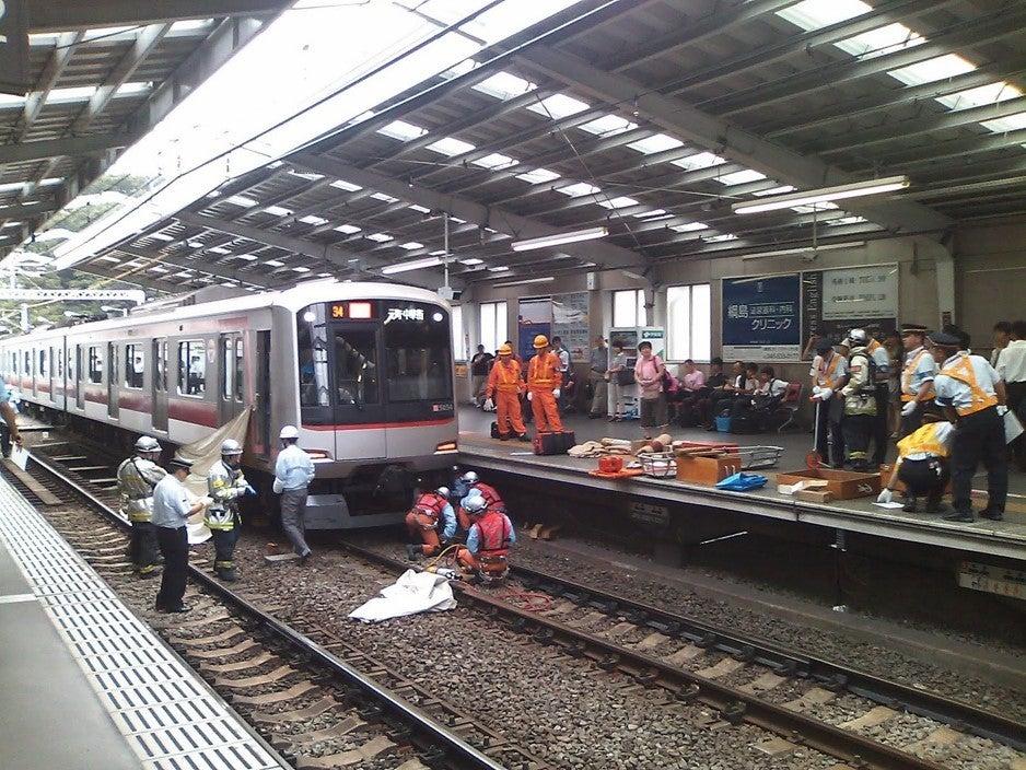 遅刻する!「人身事故発生のため当列車は一時停車しております ...
