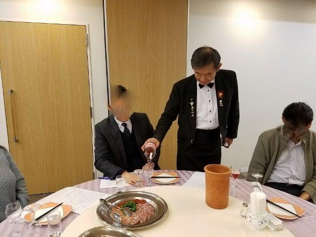 マスターソムリエ高野豊氏の案内でワインを楽しみました。