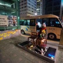 話題の釜山の銅像の画…