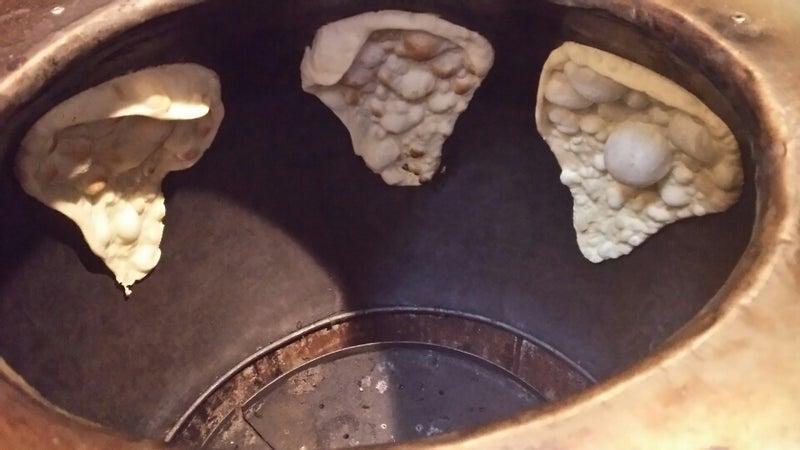 タンドール釜で焼く本格ナンとカ...