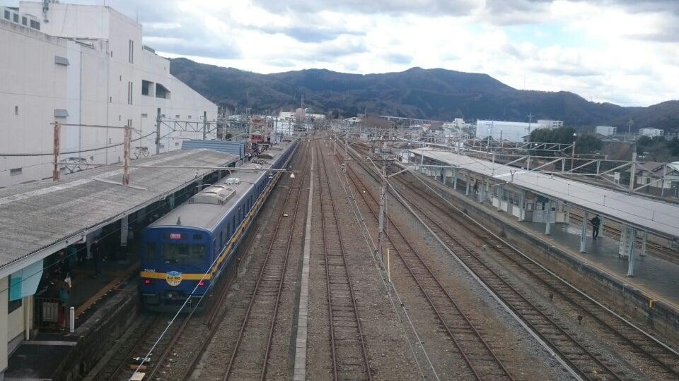 50090系は、10両編成の電車なので、6両編成までしか対応していない寄居駅では、4両分だけホームからはみ出す形で、止まることになりました。