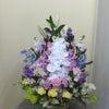 明るいお供え花の画像