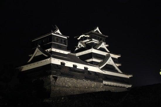 地震後の熊本城天守閣